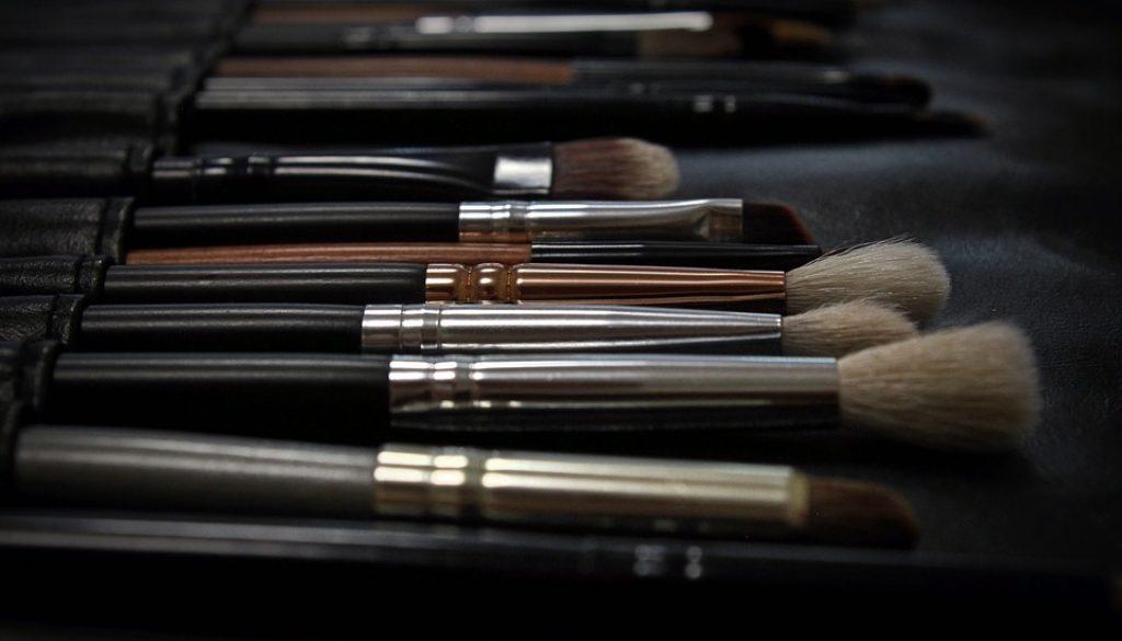 makeup-2676392_960_720