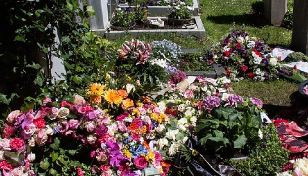 grave-349068_960_720